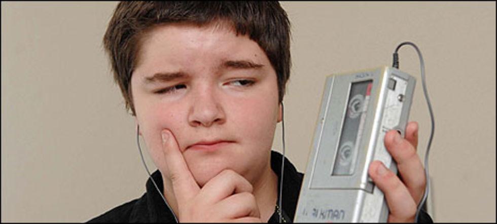13-åring får pröva på en Sony Walkman