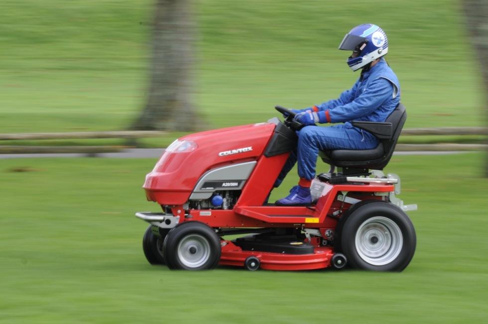 Gräsklippare som gör 160 km/h