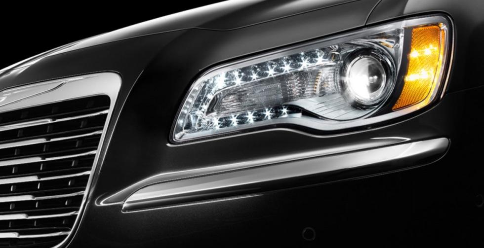 Nya Chrysler 300 teasad