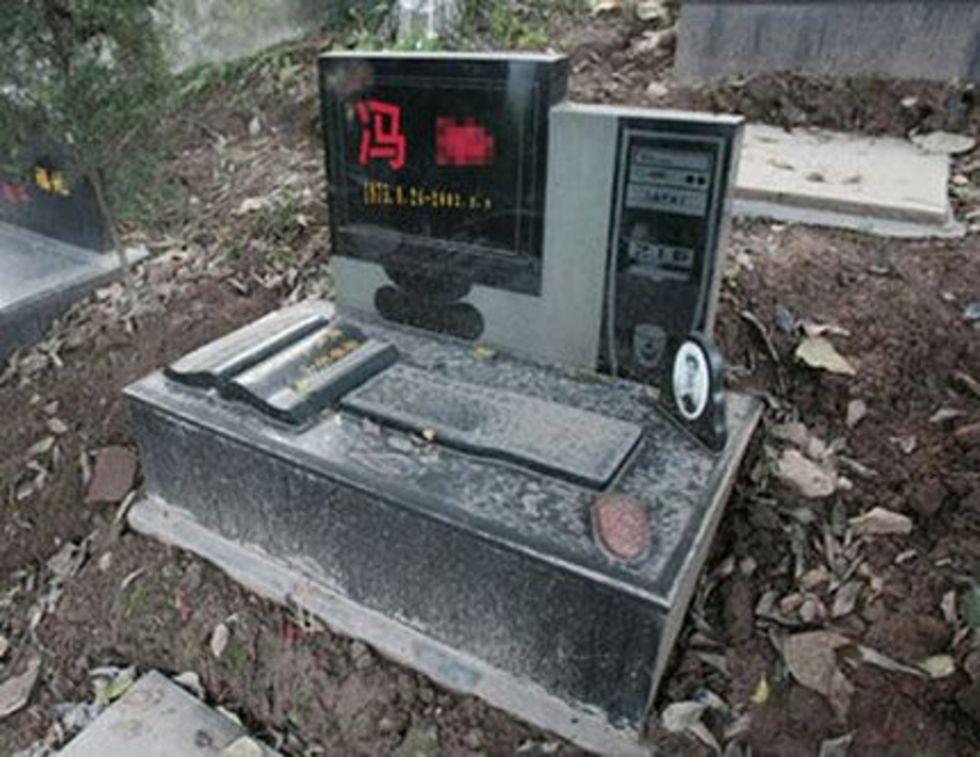 Avliden geek fick en dator som gravsten