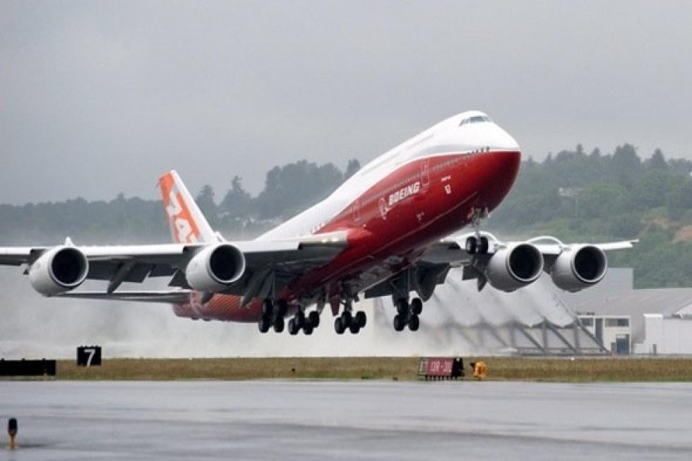 Boeing visar upp nya 747-8I på Paris Air Show