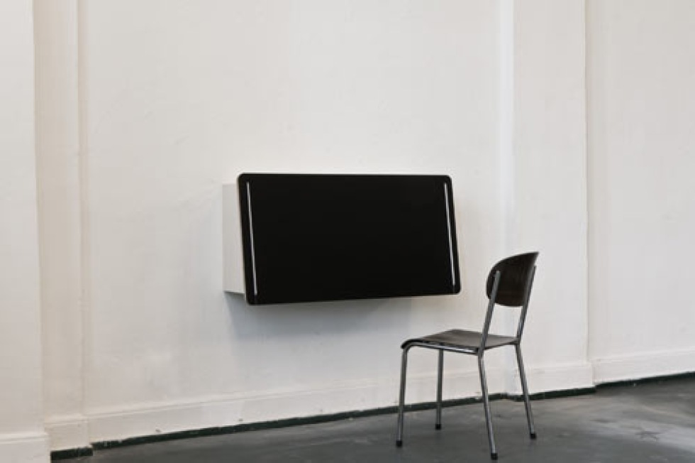 Häng skrivbordet på väggen