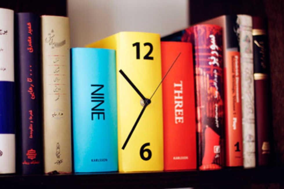 Snygg klockidé för bokhyllan