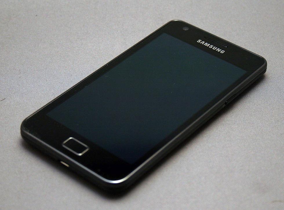 Samsung säljer 300 miljoner telefoner i år