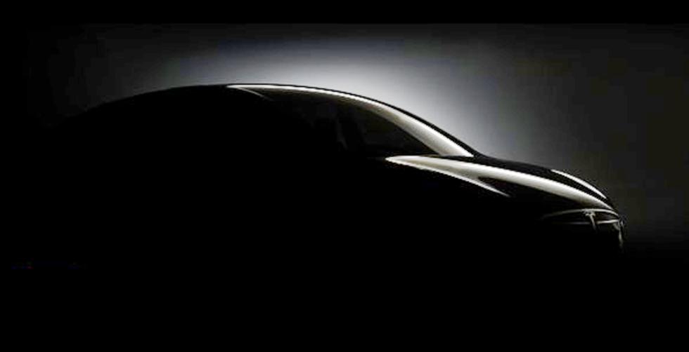 Tesla hintar Model X