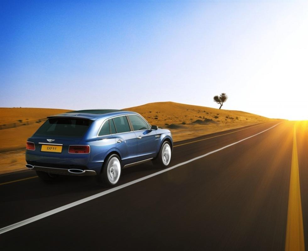 Bentley visar upp sin feta SUV
