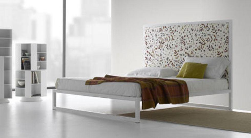 Modern, minimalistisk form på MDF Italia Aluminium Bed 07