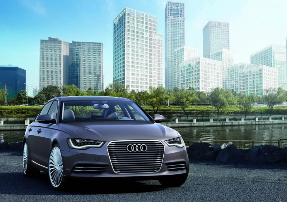 Lång Audi A6 med e-tron-teknik
