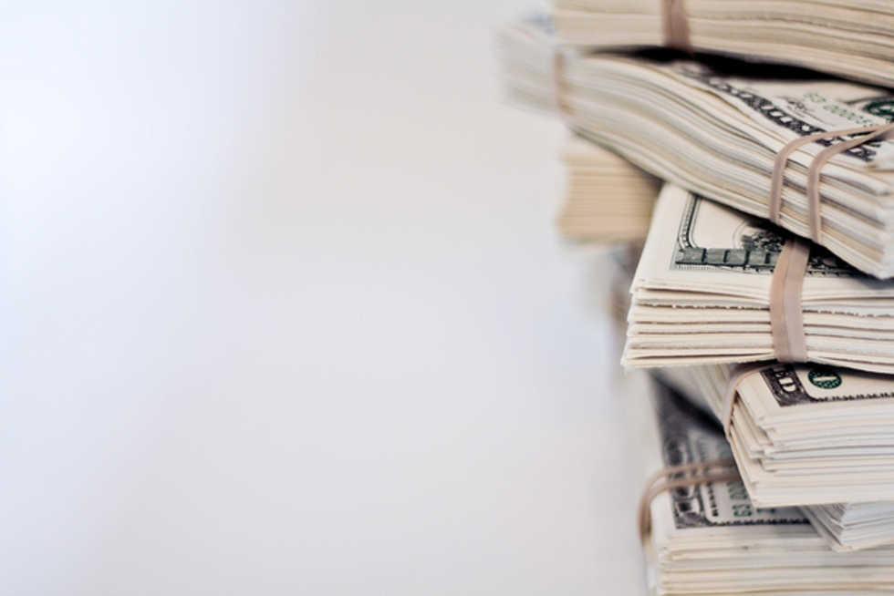 Postade bild på massa pengar på Facebook - fick huset rånat