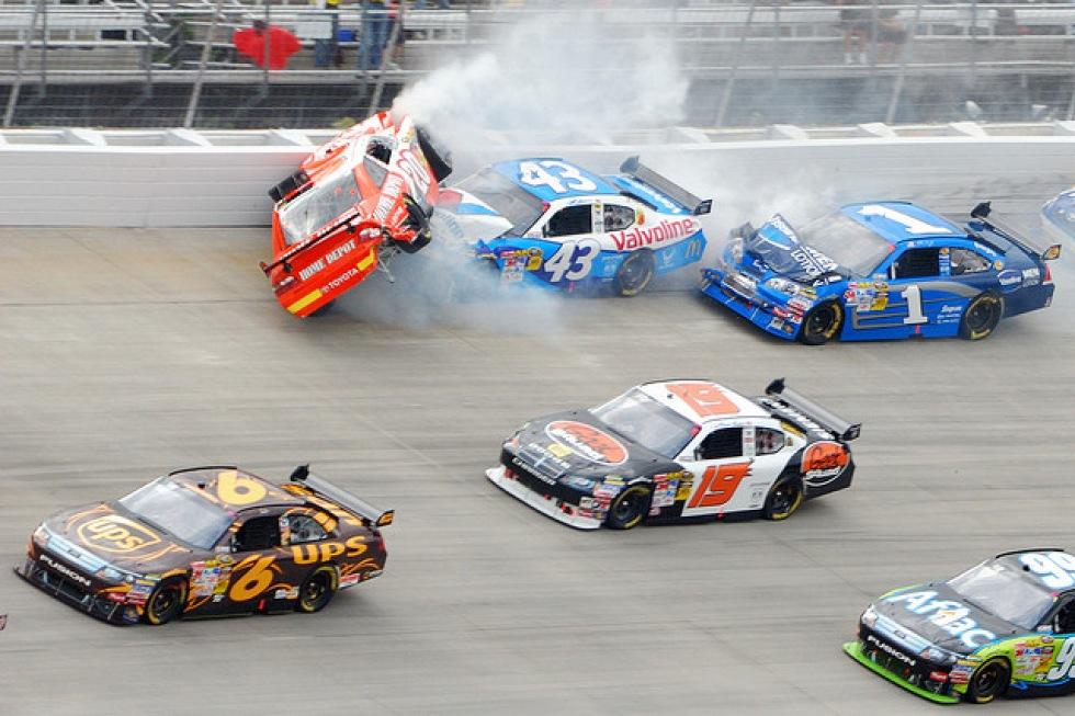 Ensam gumma tittade på NASCAR med sin döda kompis - i två år
