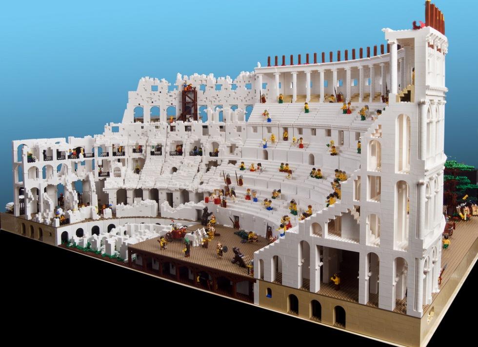 Colosseum återskapat i Lego