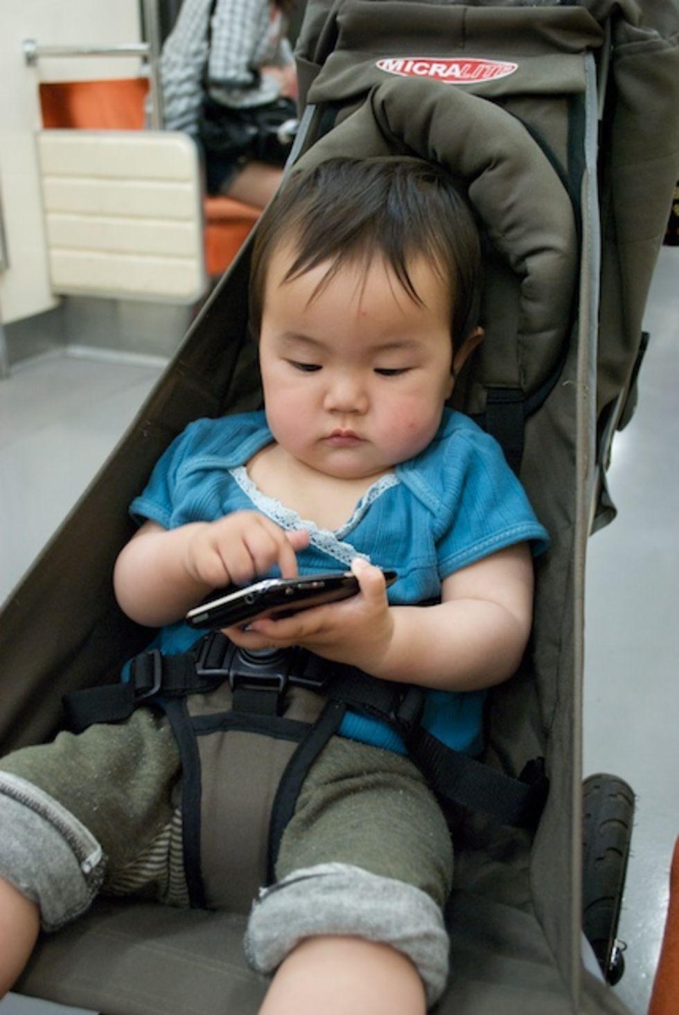Att låta barn leka med smartphones kan vara utvecklande ...