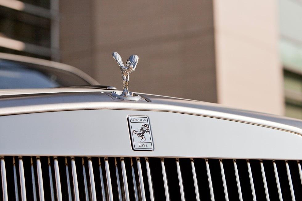 Rolls-Royce byter kylarmärke för första gången