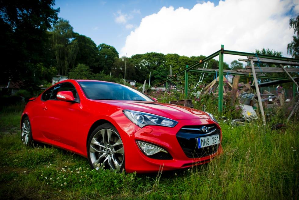 Genesis Coupé vill vara en sportbil - men är det inte