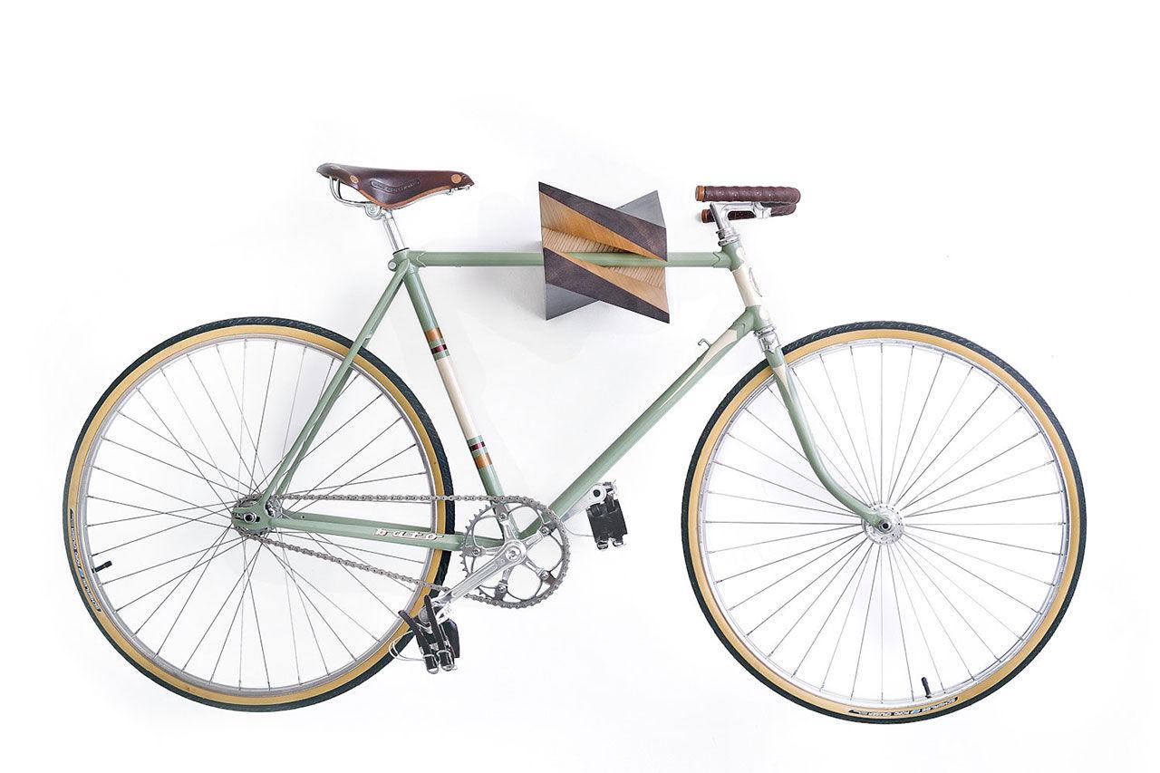 Häng cykeln på väggen