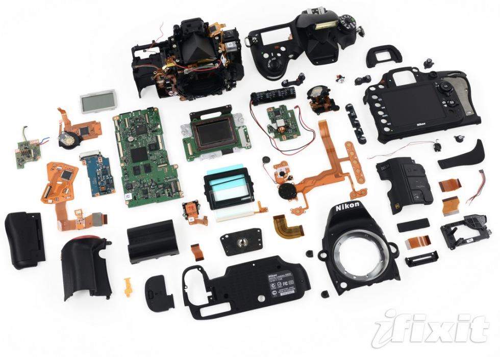 iFixit plockar sönder Nikon D600