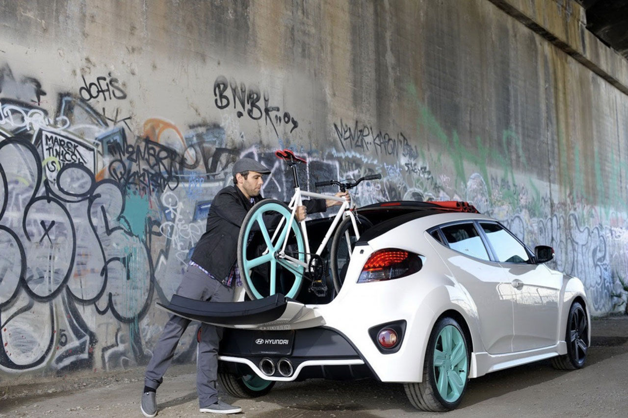 Cabbad Hyundai Veloster med cykelparkering