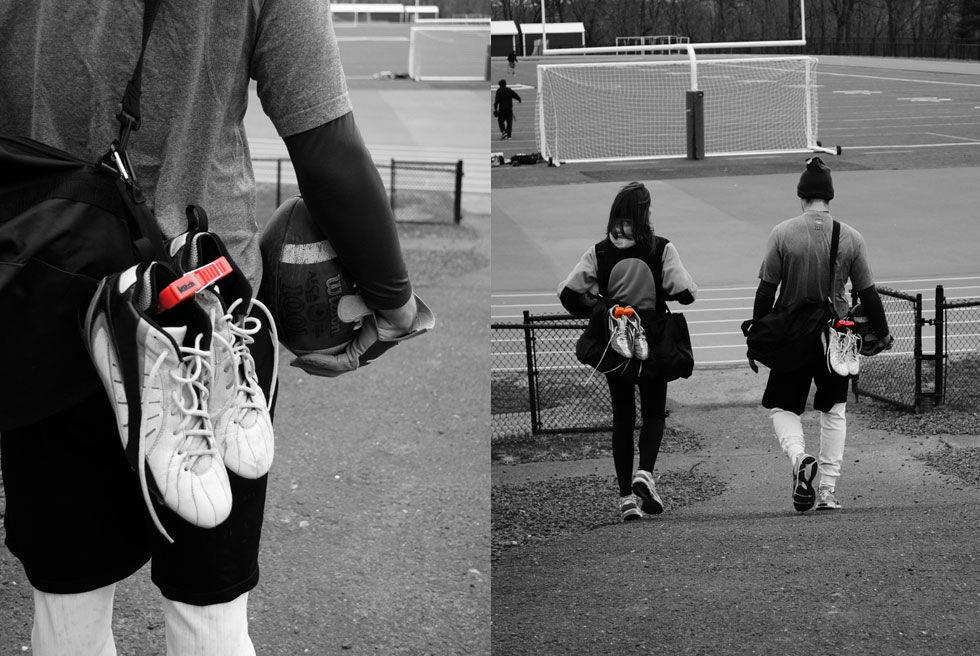 Häng skorna på väskan