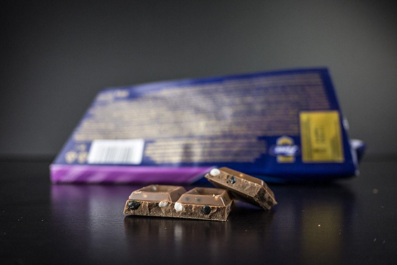 Vi testar choklad med lakritsdragéer