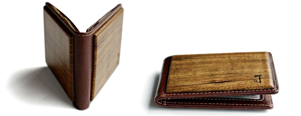 Två olika träslag i fickan
