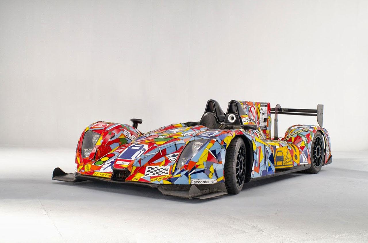 Gamla vägskyltar smyckar årets konstbil för Le Mans