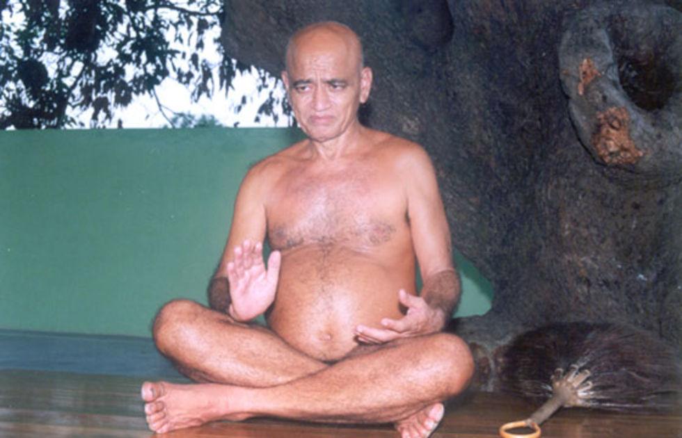 Indiska munkar får inte vara nakna på Facebook