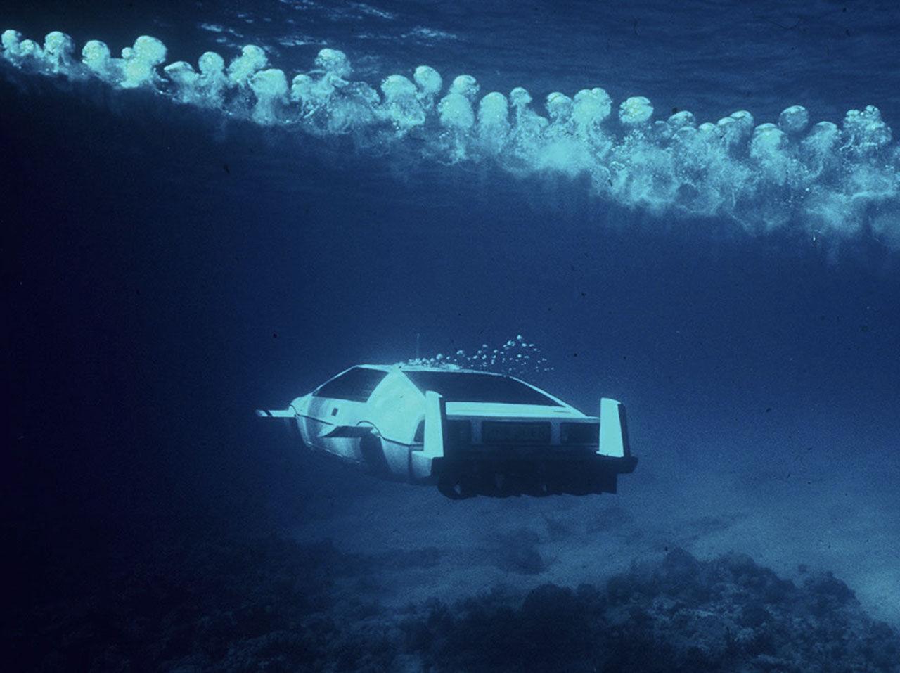 Bonds Lotus-ubåt går under klubban