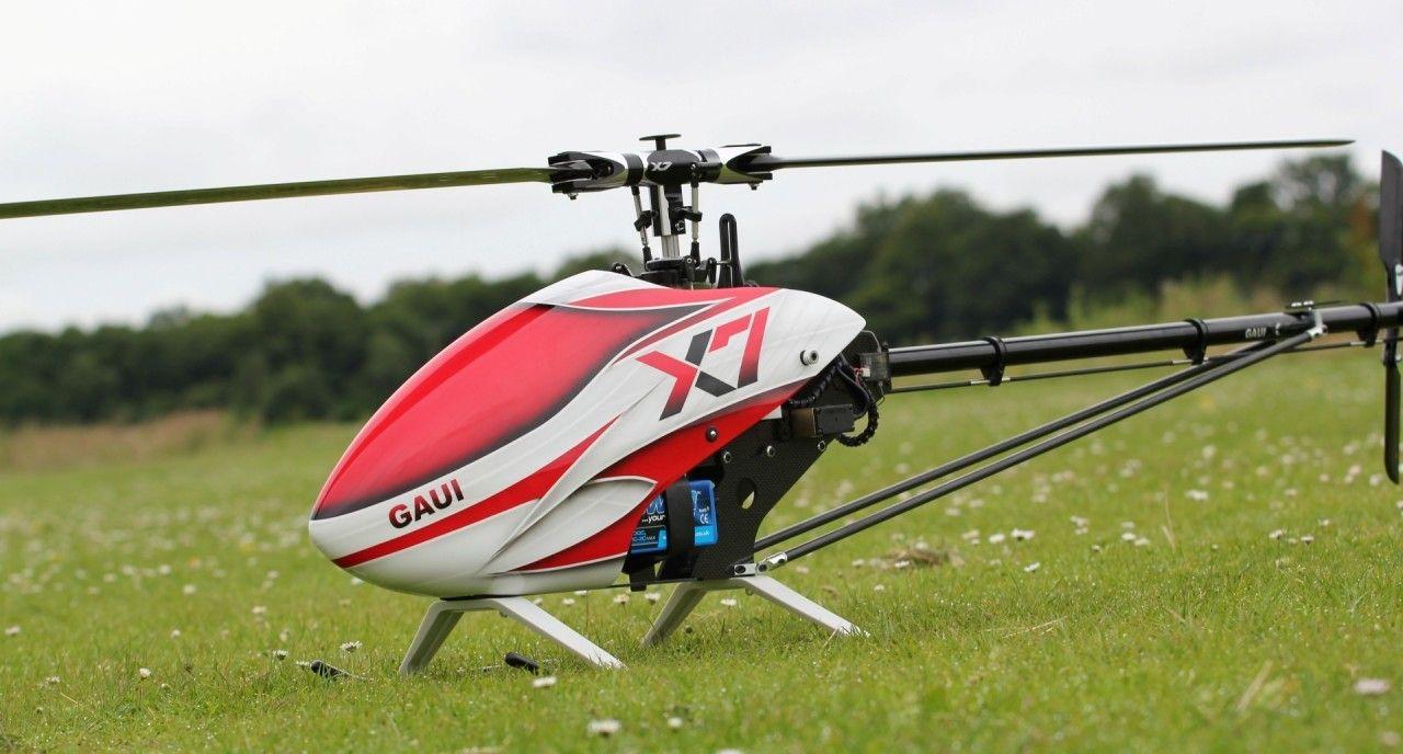 Snubbe dödad av sin radiostyrda helikopter