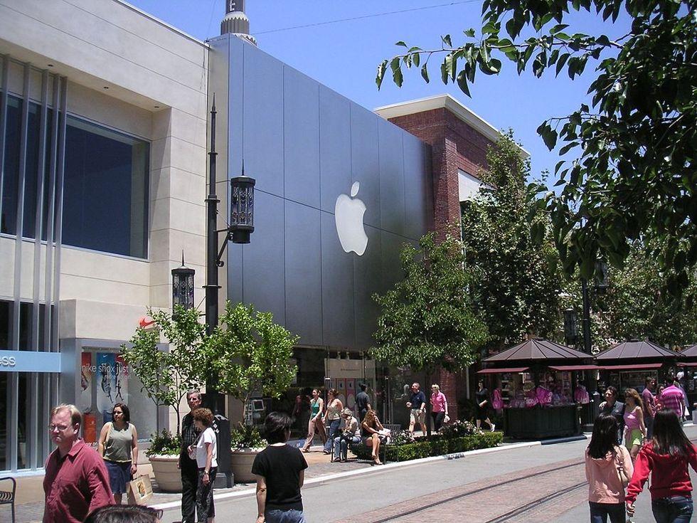 Apple stäms av före detta Apple Store-anställda