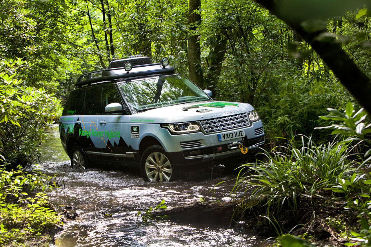 Range Rover hybrid dyker upp redan nästa år