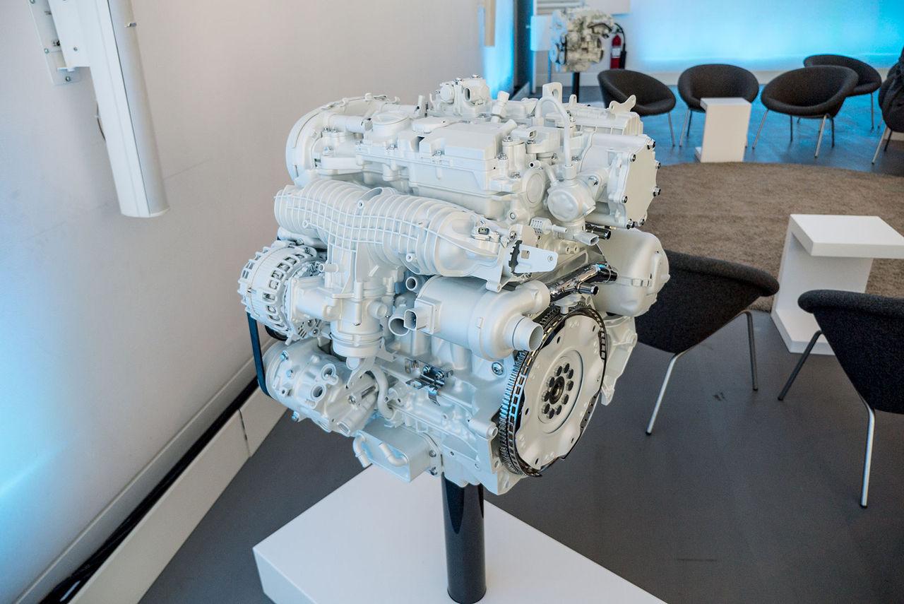 Volvo går från åtta till två (och en halv) motor