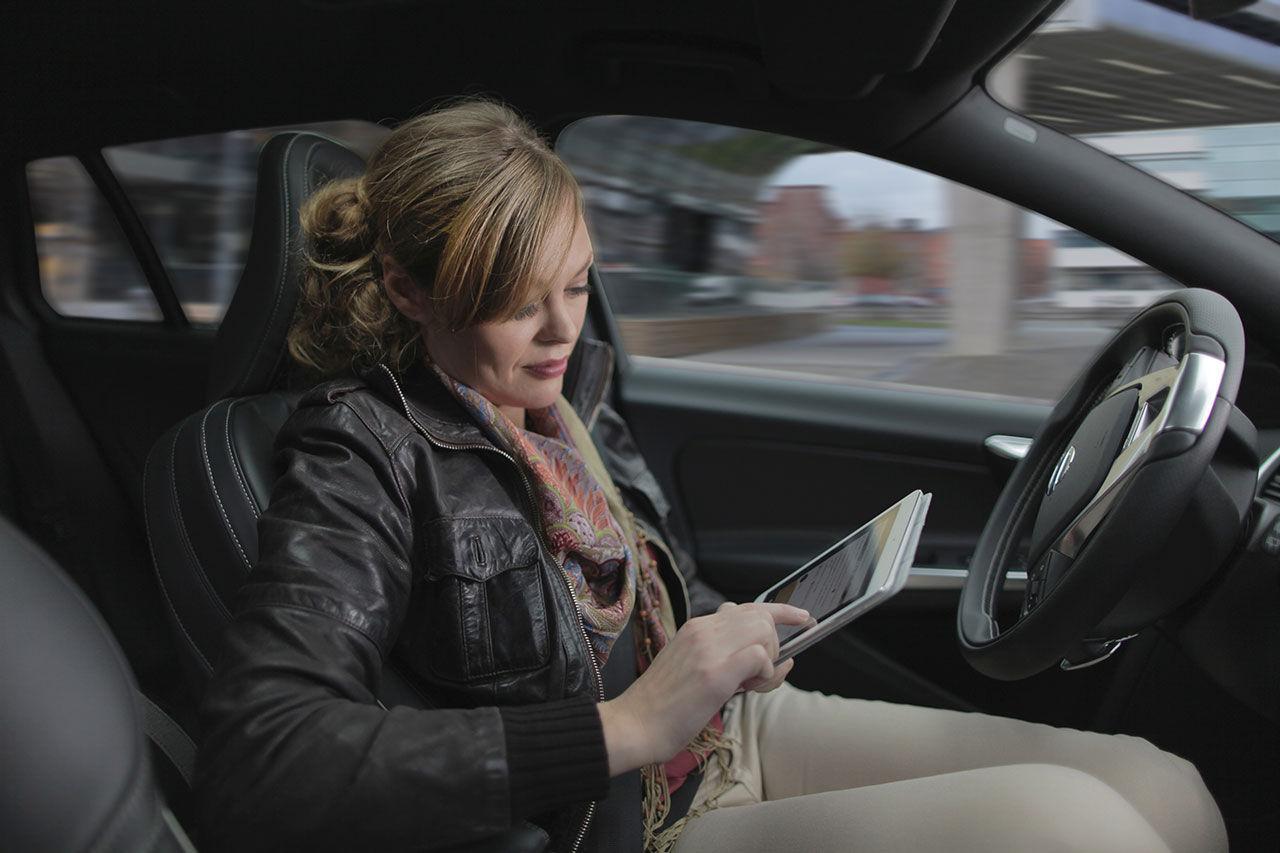 Volvo släpper ut självkörande bilar på allmän väg