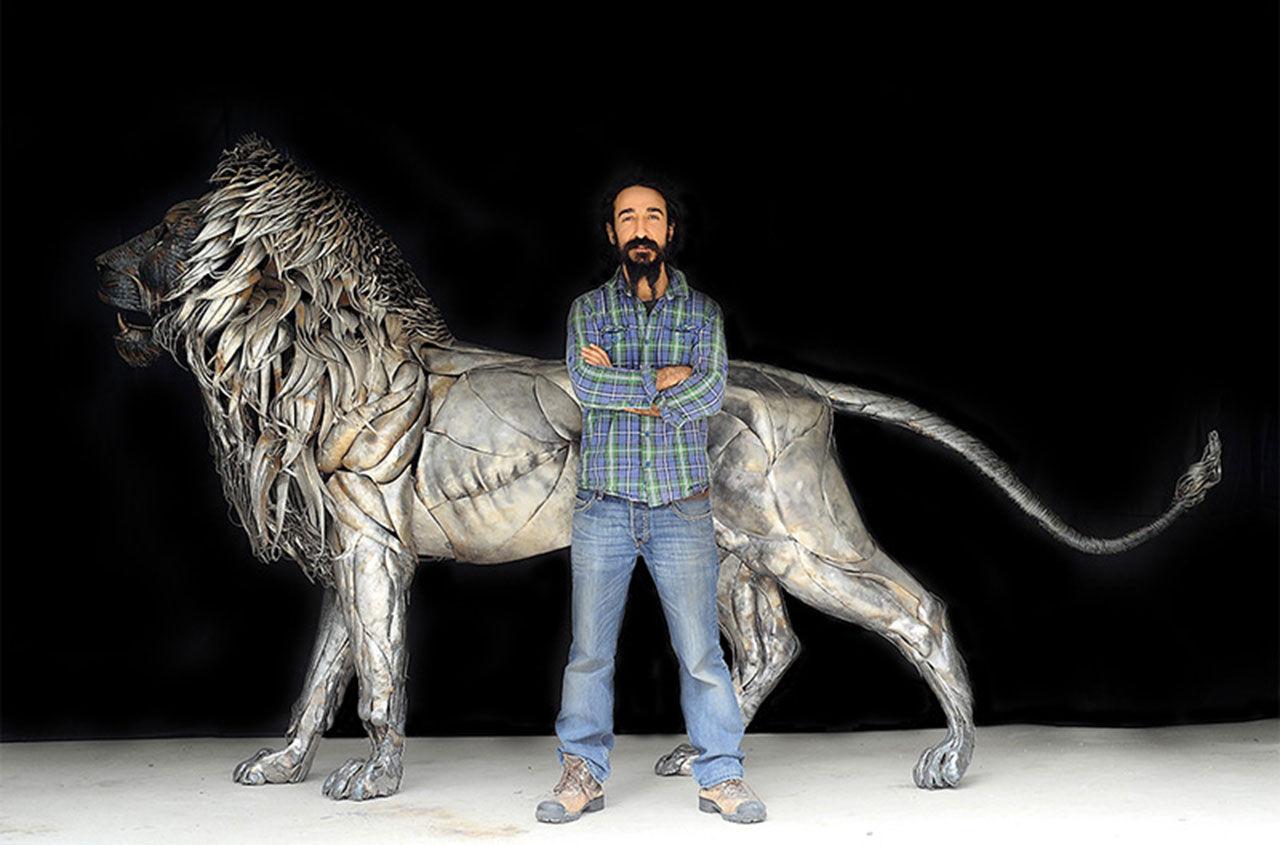 Lejon skapat av 4 000 metalldelar