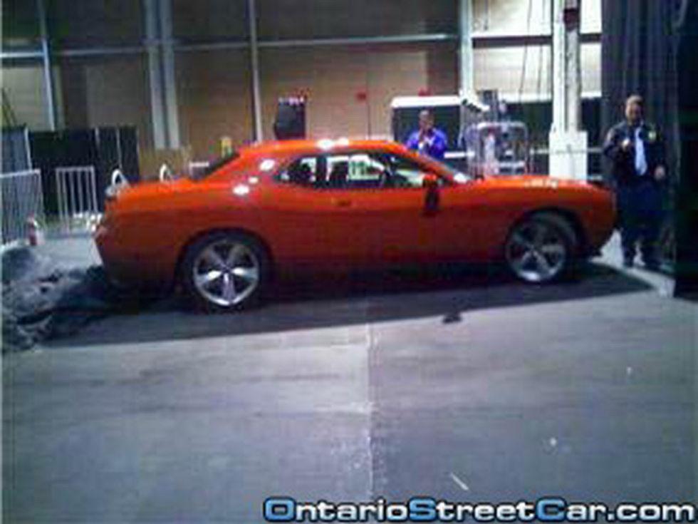 Dodge Challenger helt naken