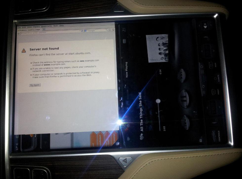 Tesla Model S har gömd ethernet-port