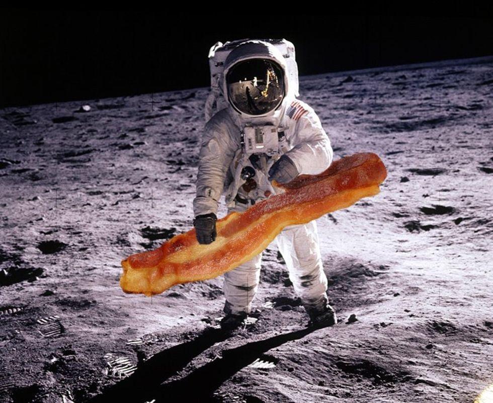 Den första måltiden på månen bestod av bacon
