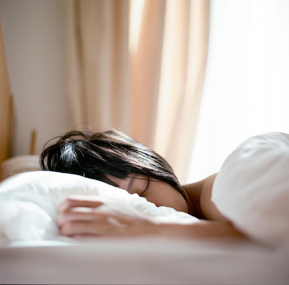 Sov i mörker för att minska risken för fetma