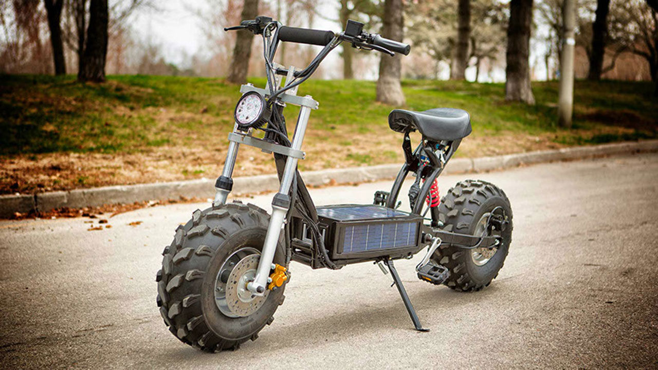 Solcellsdriven offroad-scooter