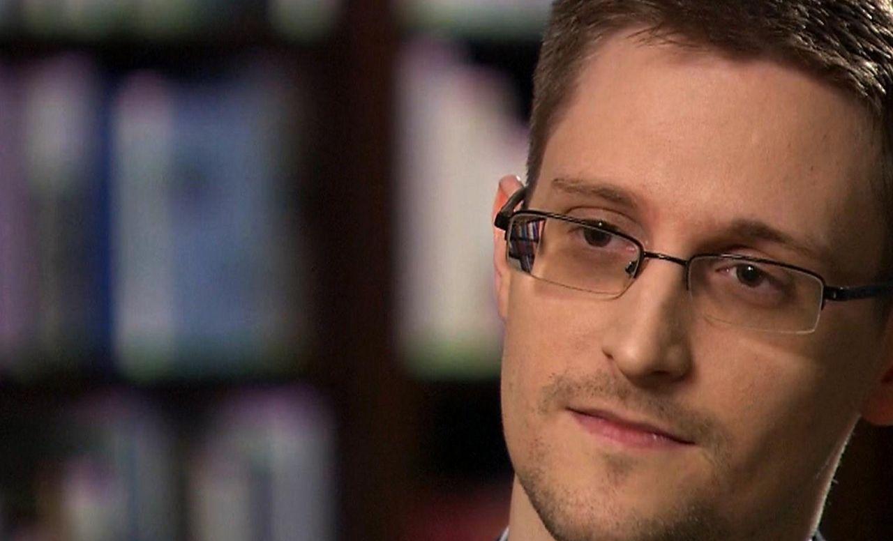 Edward Snowden får stanna i Ryssland