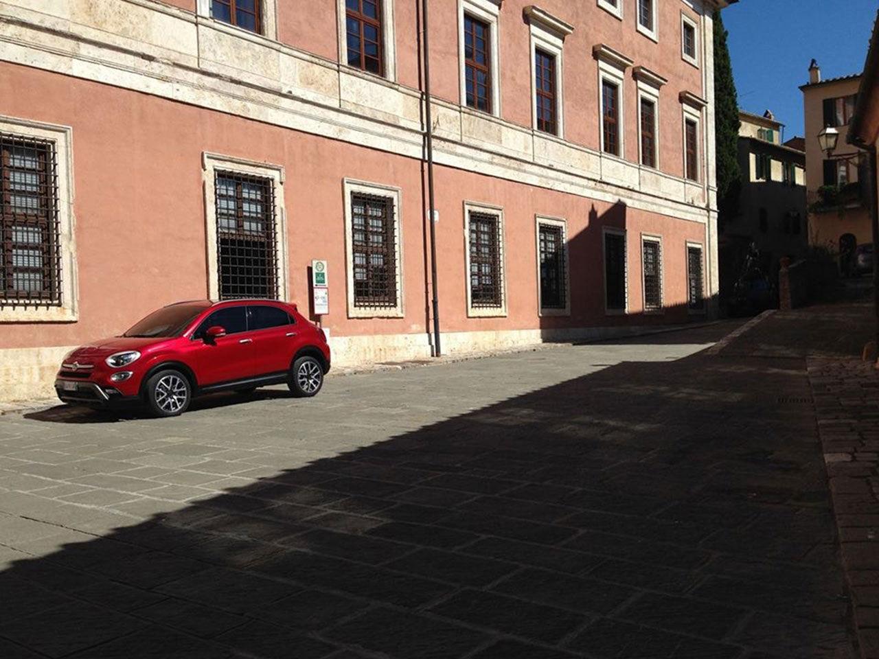 Fiat 500X läcker ut i förtid