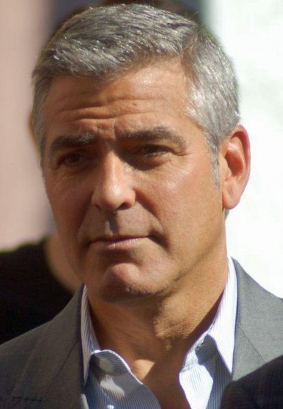 Clooney och Alamuddin delade ut burner-phones på sitt bröllop