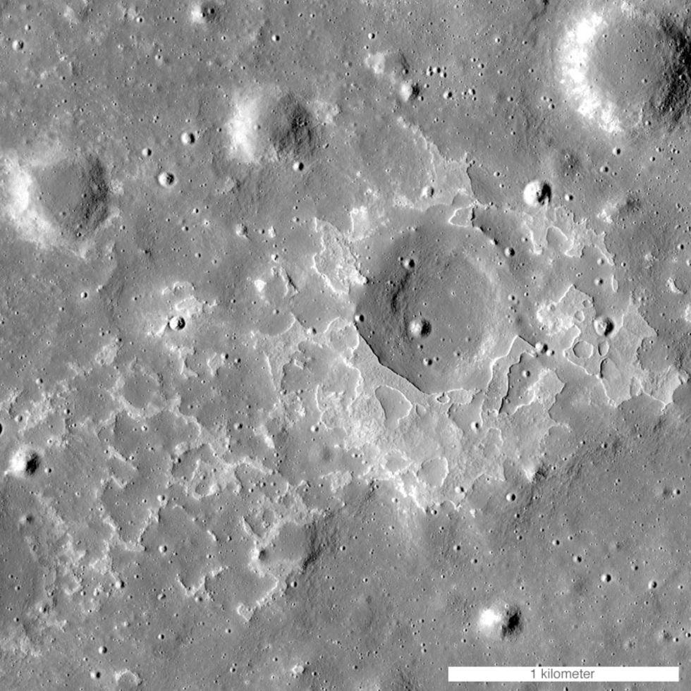 Månens vulkaner slocknade senare än man trott