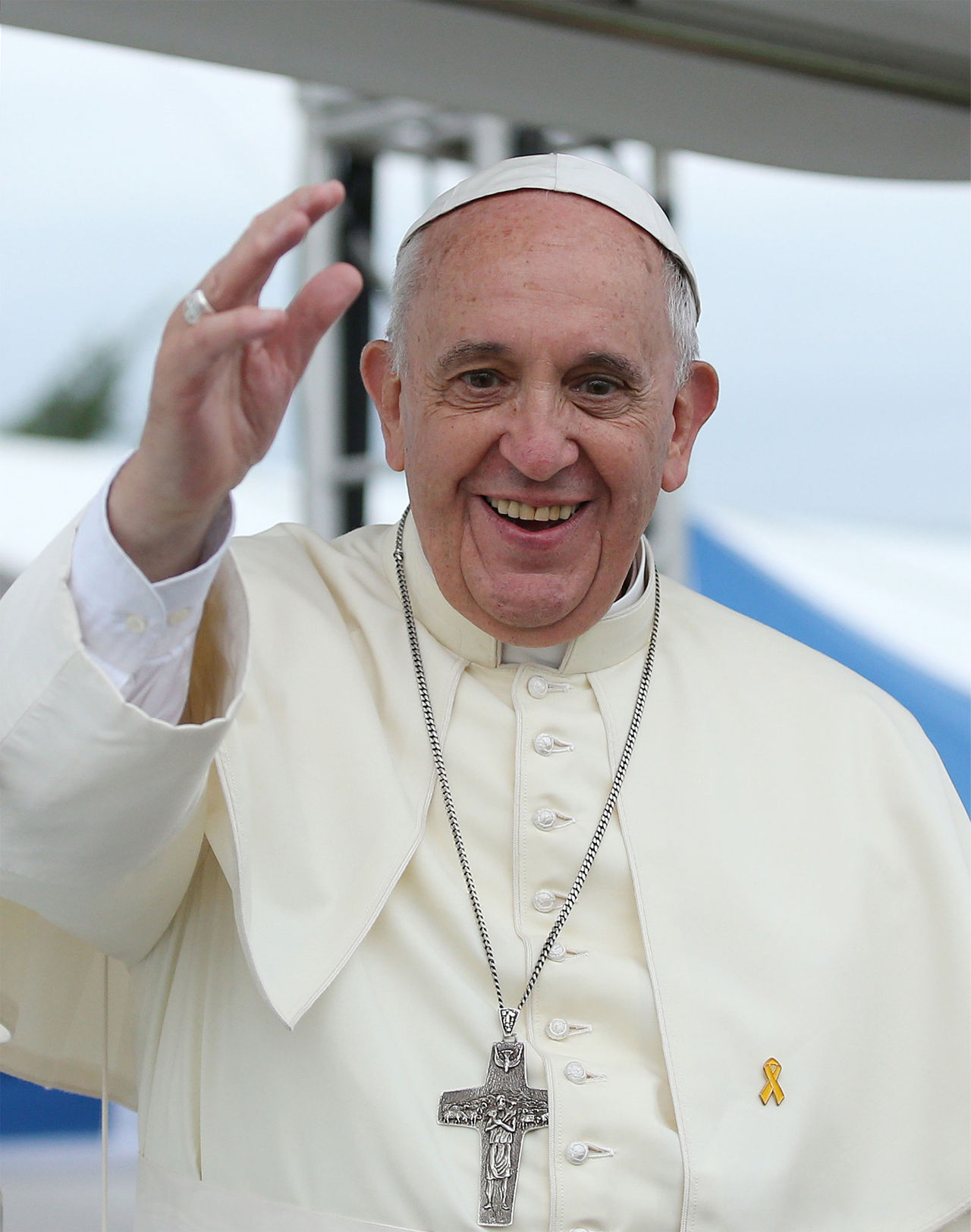 Påvens kalott går på auktion