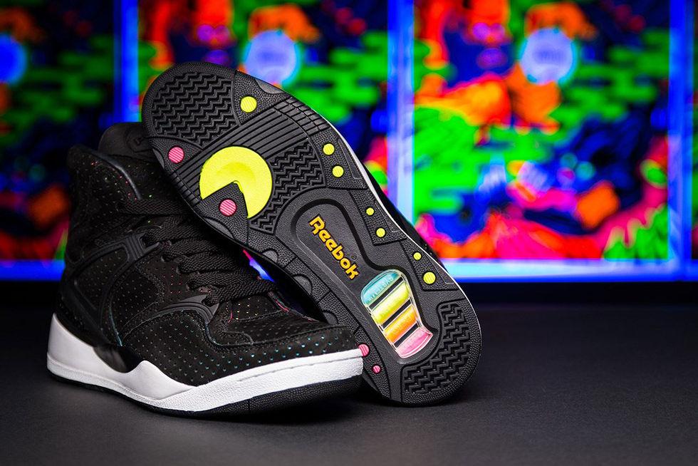 Reebok-skon med Pac Man under sulan