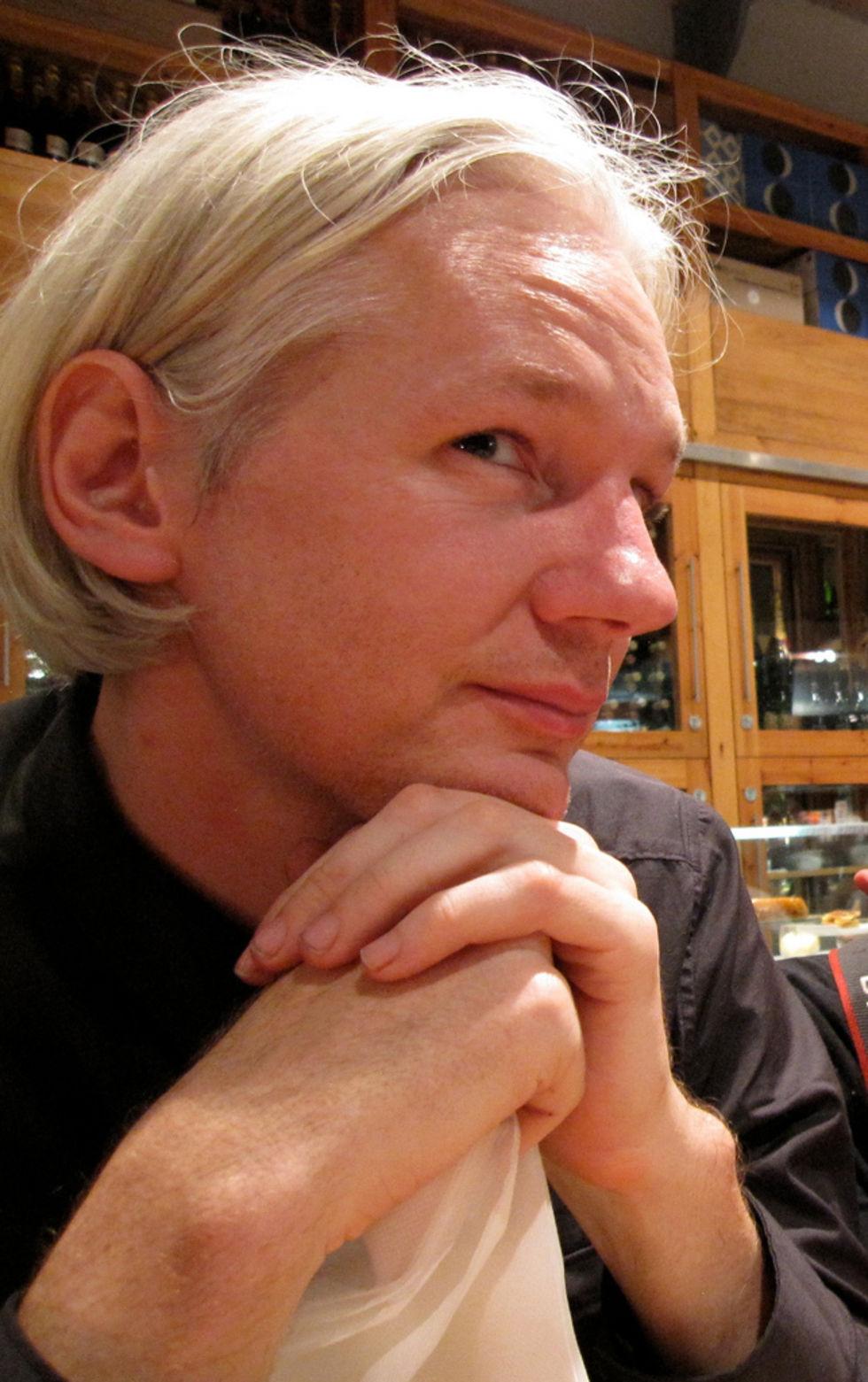 Assange fortsatt häktad