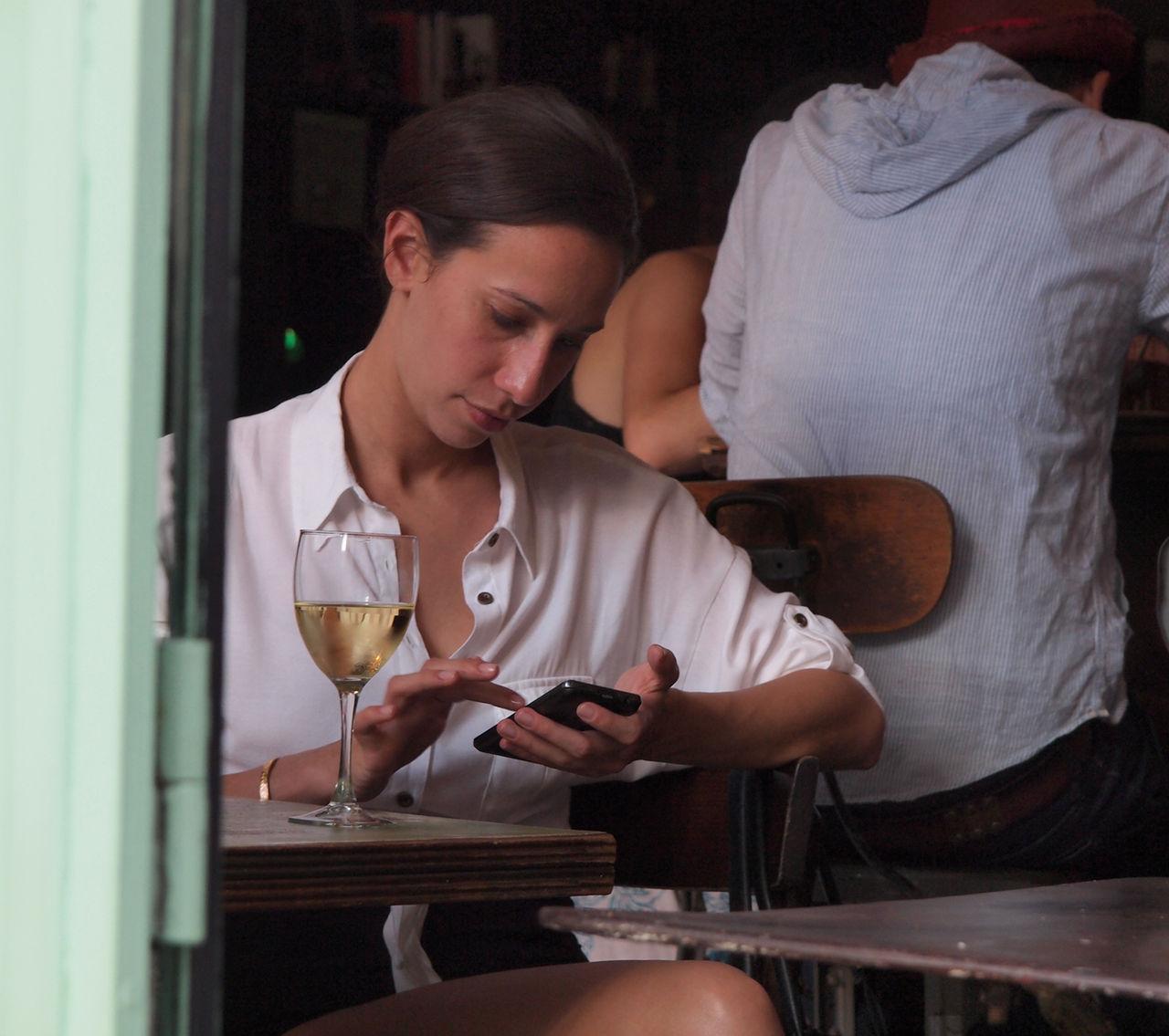 Allt fler svenskar gör bankärenden i mobilen