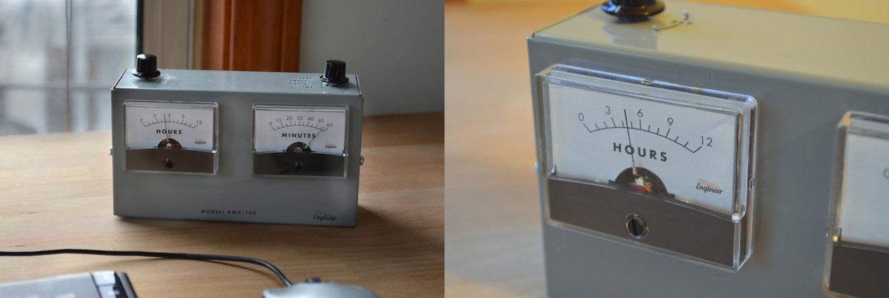 Klocka i form av en analog voltmätare