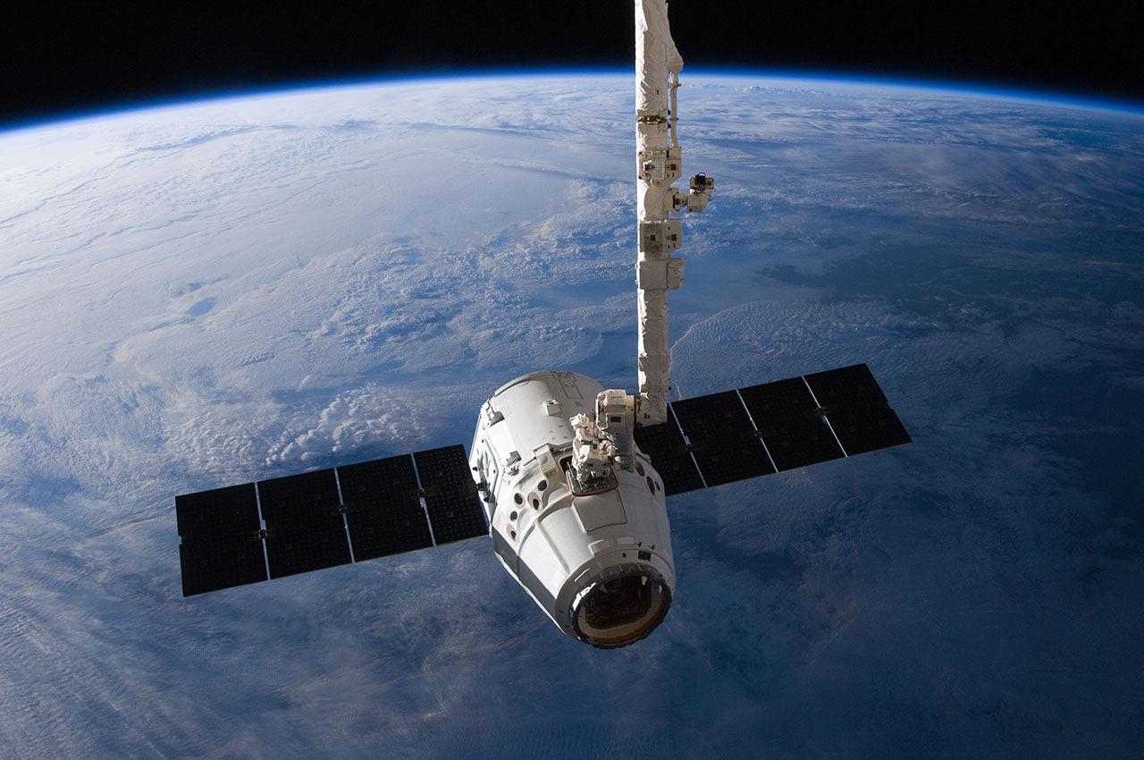 Elon Musk bygger internet i rymden