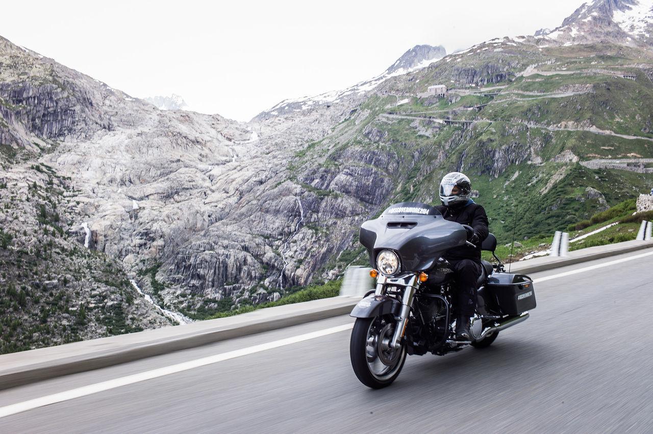 Åk med en Harley-Davidson på roadtrip i Europa