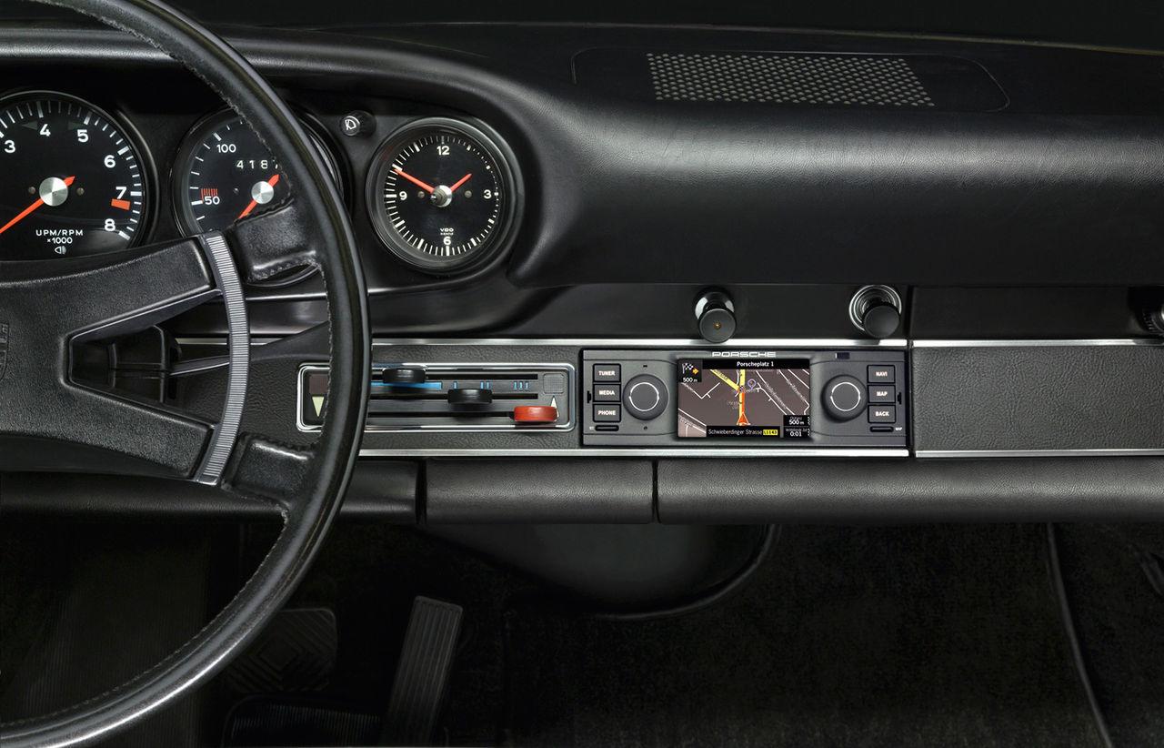 Retroutrusta din Porsche 911 med navigation